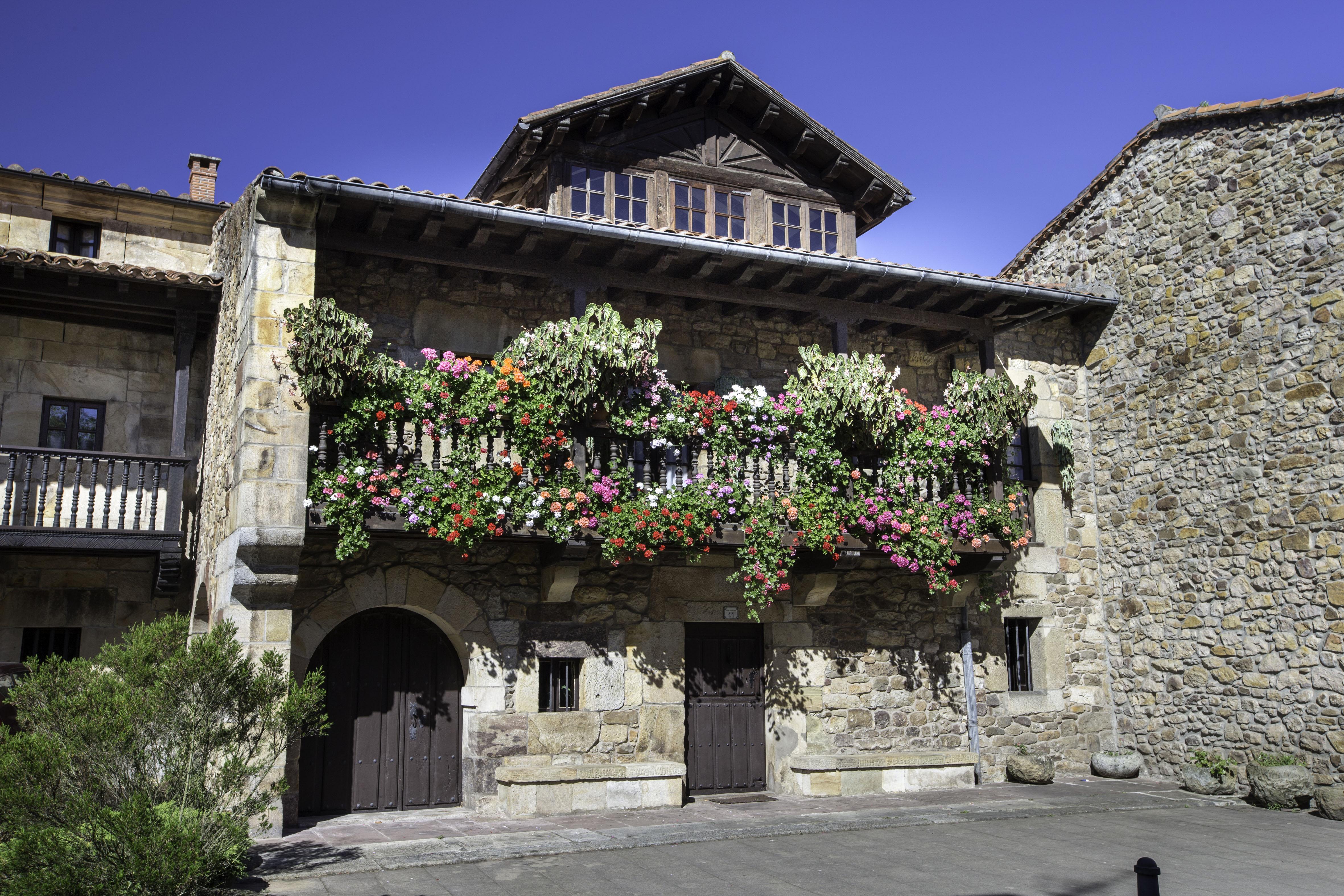 Concurso de balcones y jardines del Ayuntamiento de Liérganes----Foto Roberto Ruiz 21-8-2017