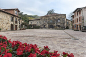 Plaza del Marqués de Valdecilla de Liérganes-------Foto Roberto Ruiz 11-11-2020